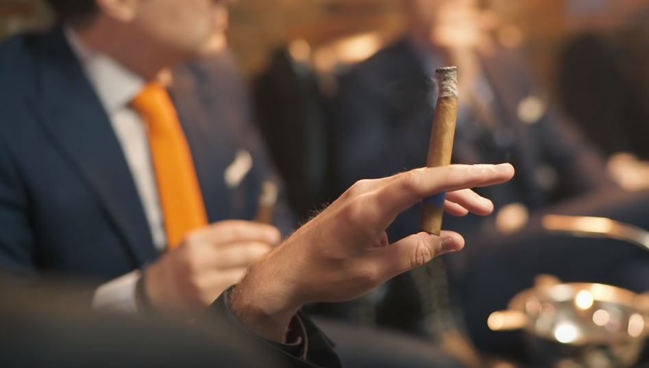 """Is there a """"man's"""" or """"woman's"""" way to hold a cigar?"""